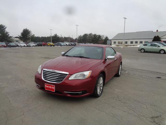 Pre-Owned 2011 Chrysler 200 Limited With Navigation